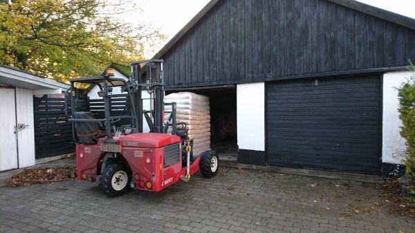 Biobrændsel leveret i carport
