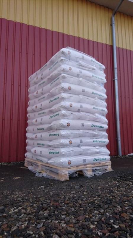Derome træpiller 8 mm 16 kg sæk Palle 832 kg Engros